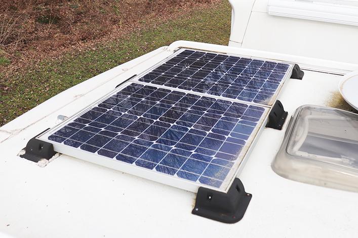 Solarmodul auf dem Fahrzeugdach