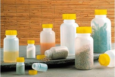 In den kleinen Flaschen lassen sich Öle, Gewürze oder auch Mehl transportieren.