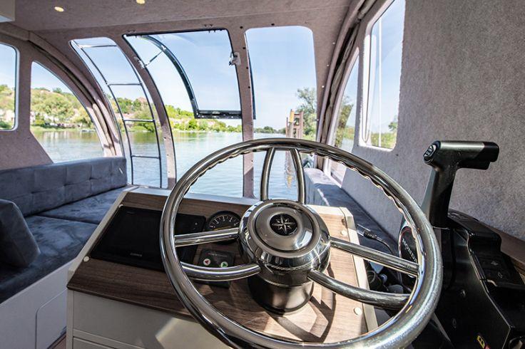 Caravanboat auf dem Wasser
