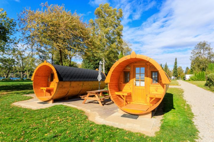 Schlaffässer auf dem Campingplatz Pilsensee