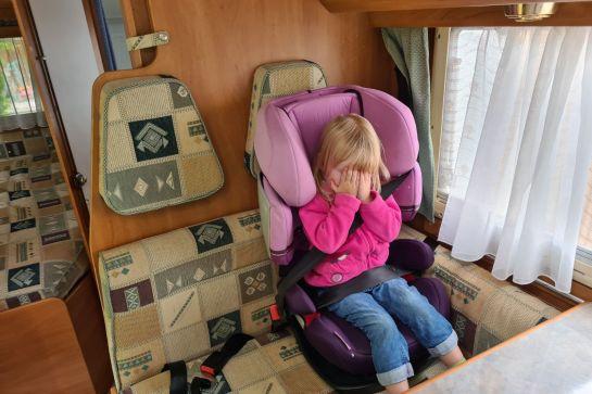 Kindersitz im Wohnmobil richtig befestigen