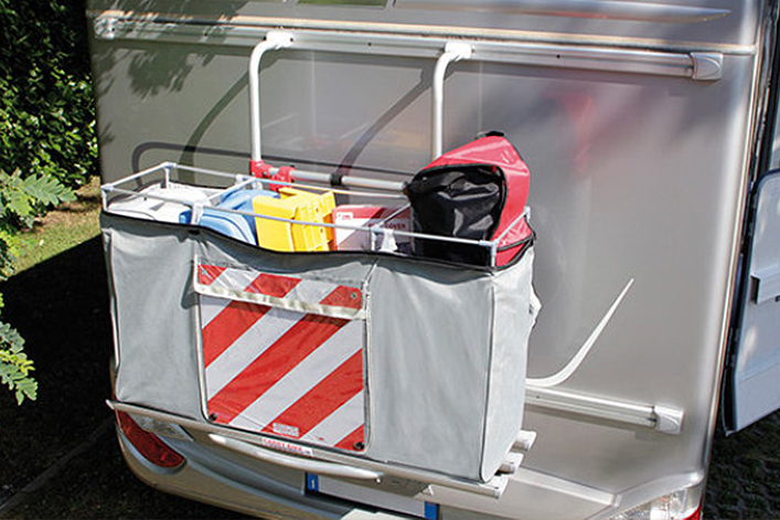 Nutze stabile Gepäckboxen, die sich am Heck des Reisemobils sicher befestigen lassen (Fiamma Cargo Back Gepäckbox)
