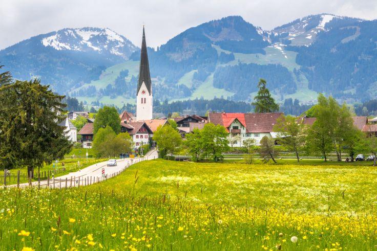 <p>Postkartenidyll mit Alpenpanorama ©adobestock</p>