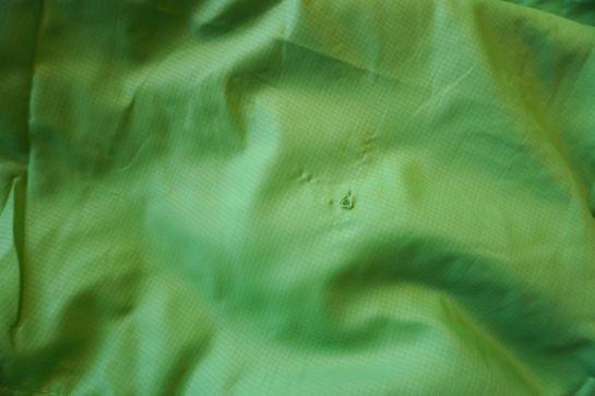 Schlafsack und Luftmatratze reparieren