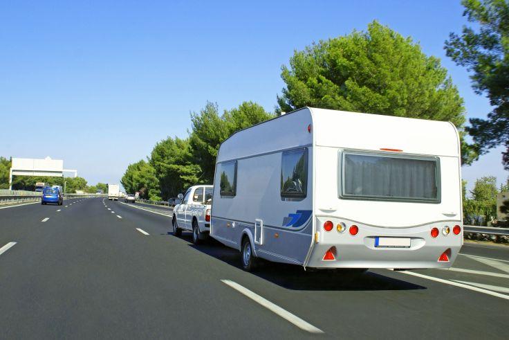 Wenn du mit einem Wohnwagen unterwegs bist, gibt es verschiedene Vorschriften.